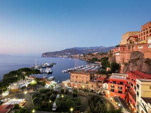 """Sorento / Italija - """"Grad sunca, cveća i muzike"""" - najpovoljnije putovanje po vašoj meri. Izaberite avio prevoz i hotelski smeštaj po najpovoljnijim cenama."""